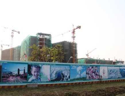 Dự án xây dựng bệnh viện Nhi đồng TP tại Bình Chánh hiện vẫn ngổn ngang. Ảnh: Phan Tư
