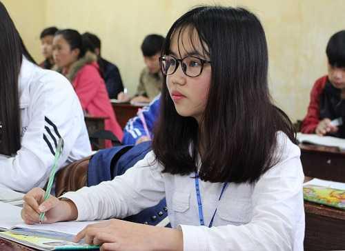 Cô bé xương thủy tinh Phạm Quế Anh mơ ước trở thành bác sỹ.
