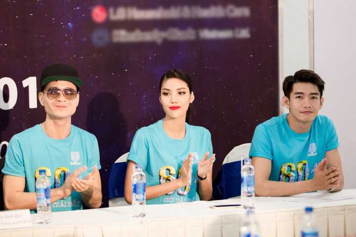 Vừa qua, Quang Đăng có mặt tại buổi công bố và Lễ ra quân Giờ Trái Đất 2016. Đồng hành cùng Quang Đăng là Hoa khôi Áo dài - Top 11 Miss World 2015 - Lan Khuê và ca sĩ Hà Okio.