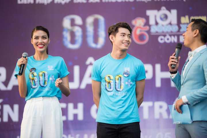 Bên cạnh đó, Quang Đăng cùng Đại sứ Lan Khuê và ca sĩ Hà Okio giao lưu với các bạn sinh viên. Nam vũ công gây ấn tượng bằng lối trả lời thân thiện và dí dỏm, mang lại bầu không khí gần gũi cho chương trình.