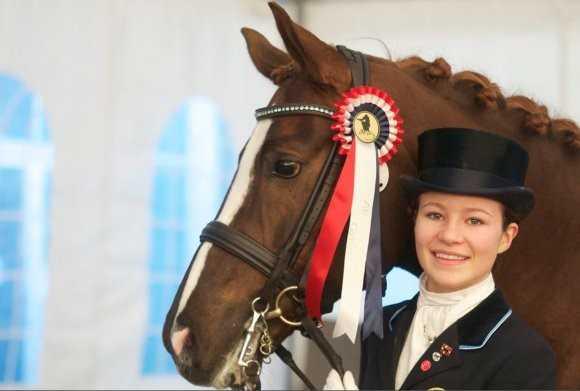 Alexandra Andresen (19 tuổi - 1,2 tỷ USD)   mới đây trở thành tỷ phú trẻ nhất thế giới. Cô thừa hưởng từ cha 42% cổ   phần tập đoàn đầu tư Ferd Holdings của gia đình. Đây là lần đầu tiên 9X   người Na Uy góp mặt trong danh sách những người giàu nhất thế giới của   tạp chí Forbes. Tổng tài sản kếch xù trị giá 1,2 tỷ USD giúp cô xếp vị   trí 1.476 trên tổng số 1.810. Alexandra hiện là vận động viên đua ngựa   chuyên nghiệp và không có ý định nối nghiệp gia đình.