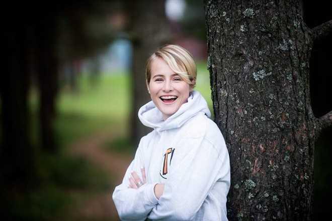 Katharina Andresen (20 tuổi - 1,2 tỷ   USD) là chị gái ruột của Alexandra Andresen - tỷ phú trẻ nhất thế giới.   Giống như em gái, cô được thừa hưởng 42% cổ phần tập đoàn gia đình. 9X   hiện là sinh viên ngành Khoa học xã hội, Đại học Amsterdam (Hà Lan). Mặc   dù sở hữu khối tài sản khổng lồ, hai cô gái nhà Andresen vẫn sống tương   đối giản dị, kín đáo khi học ở trường công và chạy xe cũ.