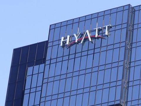 Tương tự Cargill, Tập đoàn khách sạn Hyatt nổi tiếng dùng tiền và quyền lực của các tỷ phú để chinh phạt toàn cầu. Họ sở hữu 10 tỷ phú