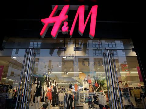 Hennes & Mauritz - hãng thời trang H&M nổi tiếng toàn cầu cũng có 5 tỷ phú đang làm việc trong chuỗi cửa hàng của mình