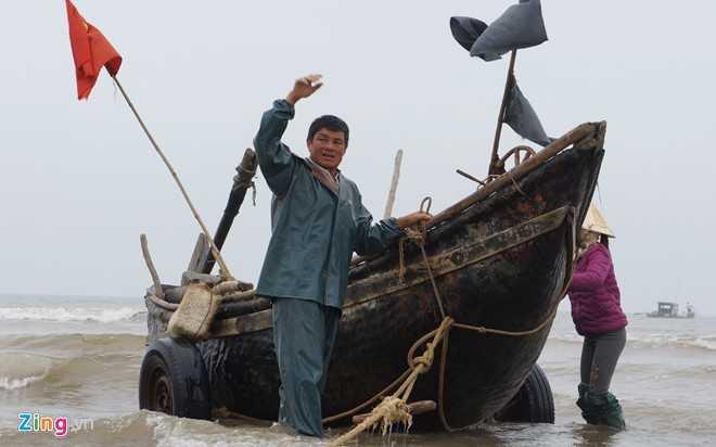 Nhiều ngư dân dừng ra khơi trước lệnh dẹp toàn bộ nơi neo đậu bến thuyền. Ảnh: Việt Đức.