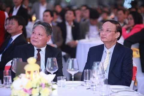Ông Hà Hùng Cường, Bộ trưởng Bộ Tư pháp (bên trái) cùng ông Tô Huy Rứa.
