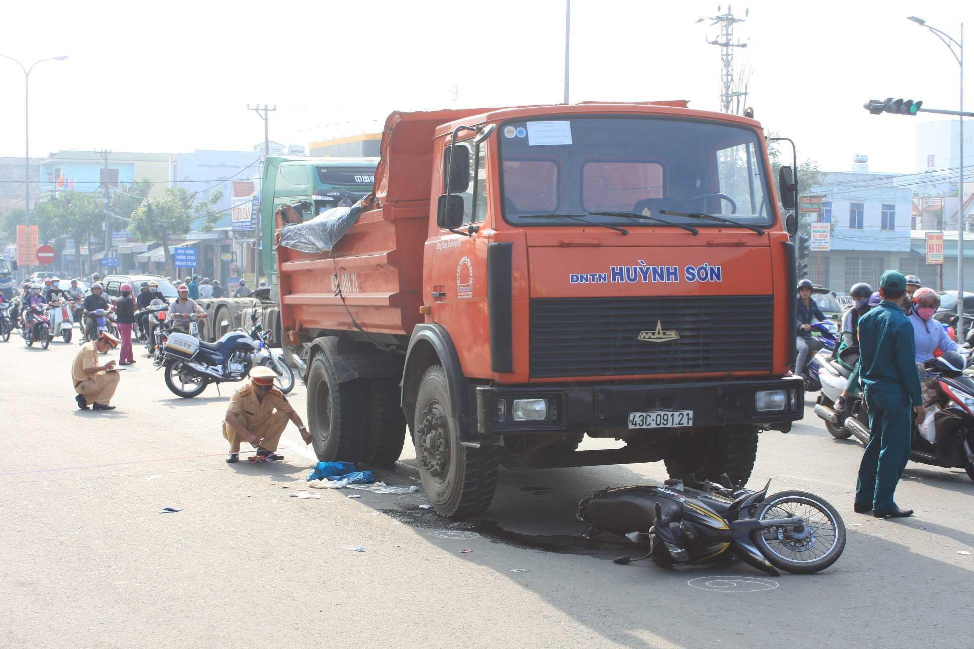 Xe ben chở đất ở Đà Nẵng trở thành