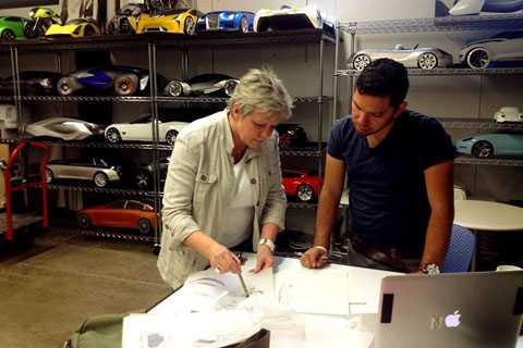 Asensio kết hôm vào năm 1989 với   một người có chung đam mê thiết kế ôtô. Vào năm 1997, cô được tạp chí   Automotive News bình chọn là người phụ nữ của năm trong nghành công   nghiệp ôtô Thế giới.