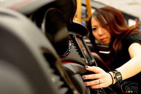 Nói về thiết kế xe hơi, chuyện phụ nữ   thiết kế xe vốn là chuyện xưa nay hiếm. Nhưng mấy năm gần đây chuyện này   dần trở nên bình thường trong nghành công nghiệp xe hơi. Họ chính là   những nhân sự được các hãng xe chú ý nhiều hơn trong thời gian tới khi   mà phụ nữ có ảnh hưởng ngày càng lớn tới quyết định mua xe.