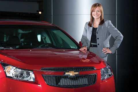 Đến năm 1990, Mary Bara đã nhận bằng   MBA của đại học Stanford. Từ đó, cô liên tục thăng tiến với nhiều chức   vụ điều hành trong công ty. Trước khi trở thành Giám đốc điều hành, Mary   Barra từng giữ vị trí phó giám đốc bộ phận phát triển sản phẩm toàn cầu   và quản lý chuỗi cung ứng và bán hàng của GM.