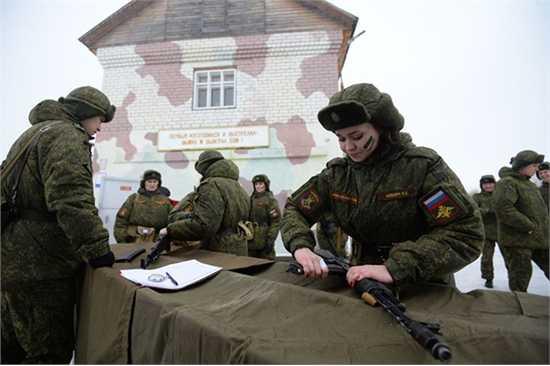 Vị trí đặc biệt trong cuộc thi này là trình độ triển khai hỏa lực, không chỉ bắn súng tiểu liên tự động Kalashnikov mà còn phải tháo lắp, lau chùi súng trong khoảng thời gian hạn chế và ném lựu đạn.