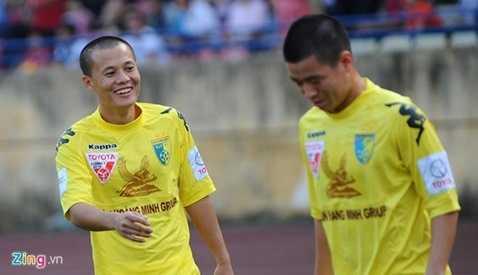 Thành Lương không được thi đấu tại vòng 3 V.League 2016, để nhường chỗ cho những cầu thủ trẻ sinh năm 1995, 1996