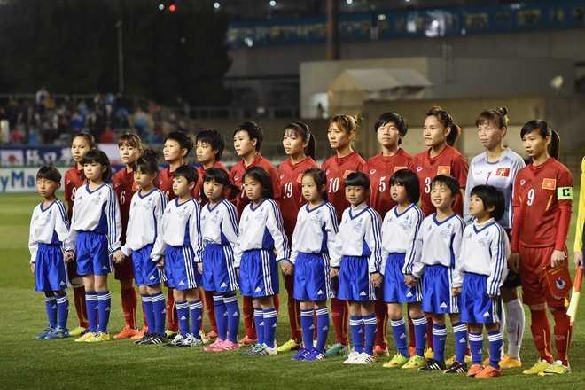 17h40 chiều 7/3, trên sân vận động Kincho   (Nhật Bản), ĐT nữ Việt Nam tung ra sân đội hình được trẻ hóa trong cuộc   chạm trán với cựu Vô địch thế giới 2011 - tuyển nữ Nhật Bản. Đáng   chú ý, tiền đạo sinh năm 1991, Huỳnh Như (số 19) được tin tưởng thay   thế đàn chị Minh Nguyệt lĩnh xướng hàng công ở trận đấu thứ 3 trong   khuôn khổ Vòng loại cuối cùng Olympic 2016.