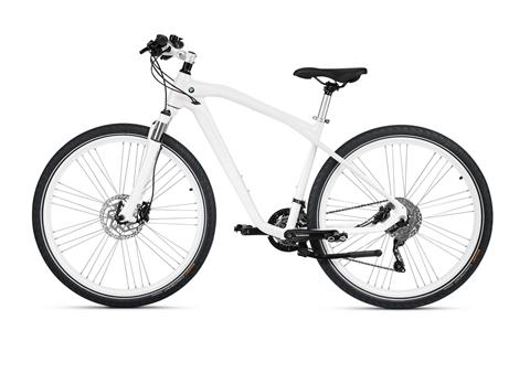 Các khách hàng yêu thích vẻ đẹp tinh khôi có thể lựa chọn chiếc xe màu trắng trang nhã này (Giá tương đương 24,1 triệu đồng)