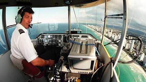 Phi công kinh khí cầu: Chỉ nhờ việc lái   quả bóng tròn khổng lồ này trong các chương trình quảng cáo, những phi   công này có thể kiếm được 70.000 USD/năm.