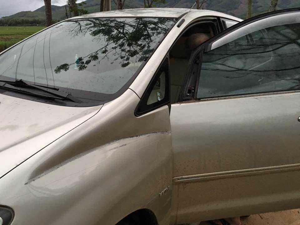 Vết móp bên hông xe chứng tỏ xe máy đâm vào ô tô ?