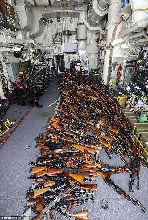 1.989 khẩu súng trường AK-47, 100 súng phóng lựu vác vai, 49 khẩu súng máy PKM đã bị thu giữ