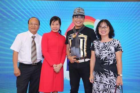 Ông Lê Quang Nguyên (ngoài cùng bên trái).