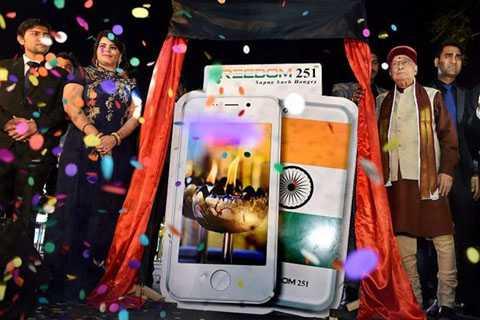 Hình ảnh buổi lễ ra mắt điện thoại Freedom 251. Ảnh: PTI.
