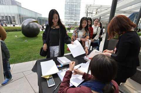 Phụ nữ Trung Quốc: Thí sinh nô nức đăng ký dự tuyển