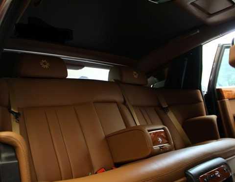 Rolls-Royce Phantom II với nội thất nâu sang trọng. (Ảnh: GĐVN)