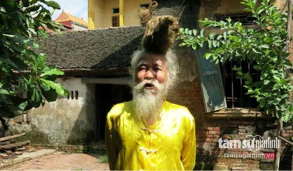 Mái tóc rồng của ông Long bất cứ ai mục sở thị cũng phải sửng sốt