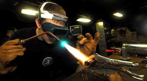 Kính thợ hàn số 14 hoặc ao hơn có thể   là dụng cụ quan sát Nhật thực 9/3 an toàn. Bạn có thể mua chúng ở các   cửa hàng cung cấp vật dụng hàn và cơ khí, tuy nhiên, cần chọn hàng tiêu   chuẩn và đánh số kính thợ hàn đúng. Cần lưu ý là tiêu chuẩn đánh số kính   thợ hàn ở các quốc gia khác nhau có thể là khác nhau.
