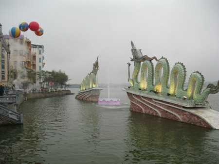 Vị trí tốt nhất để quan sát nhật thực ở Hà Nội là tượng 2 con rồng ở hồ Tây.