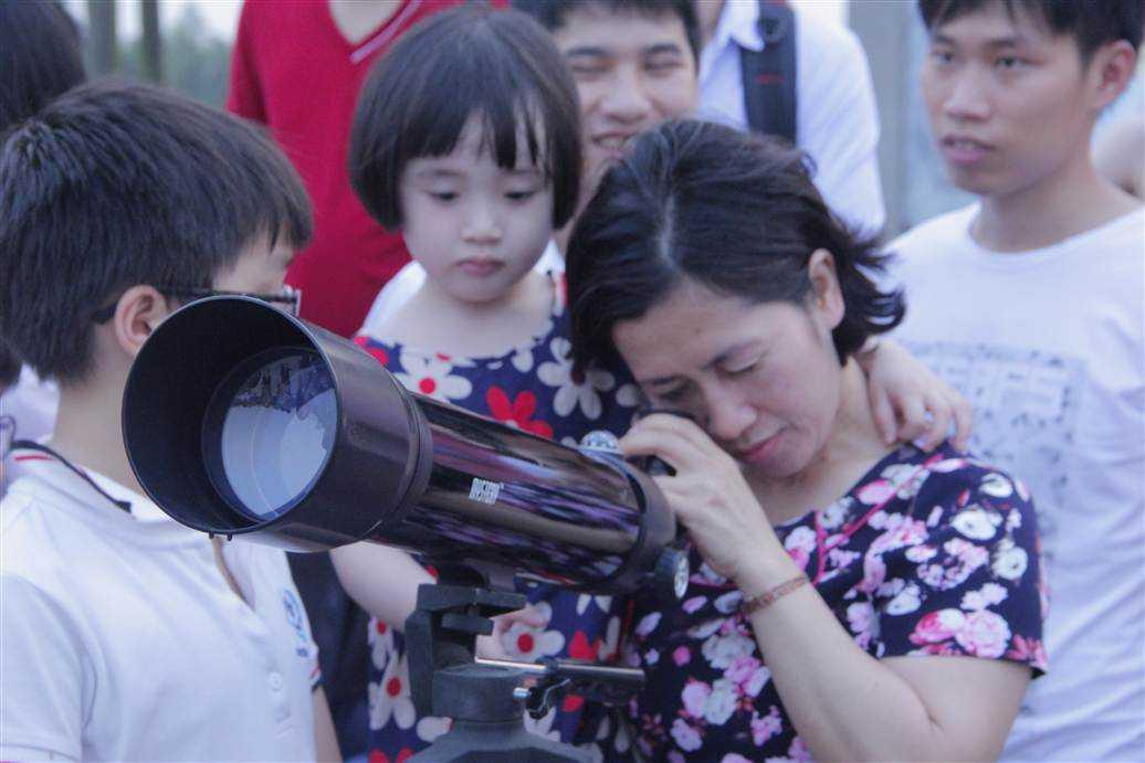 Chủ tịch Hội thiên văn nghiệp dư khuyến cáo người dân tuyệt đối không quan sát hiện tượng bằng mắt thường mà phải dùng thiết bị chuyên nghiệp.