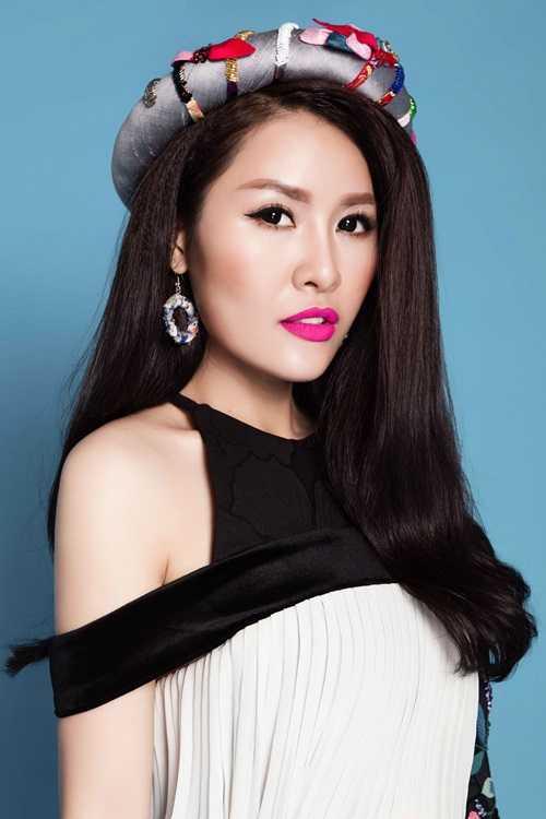 """Vào những ngày đầu tháng 3 vừa qua, Quế Vân đã giới thiệu đến khán giả một sản phẩm âm nhạc đặc biệt mà cô yêu thích - album nhạc trữ tình mang chủ đề """"Đường tình đôi ngả""""."""