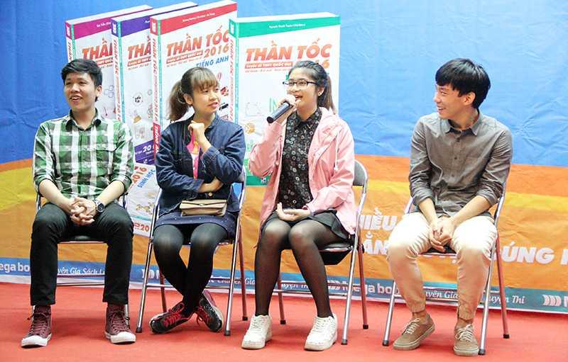 Các sinh viên tài năng của ĐH Ngoại thương Hà Nội chia sẻ bí quyết ôn luyện thì thi THPT quốc gia (Ảnh: Phạm Thịnh)