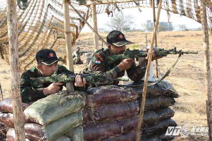 Chiến sỹ đoàn Việt Nam tham gia diễn tập