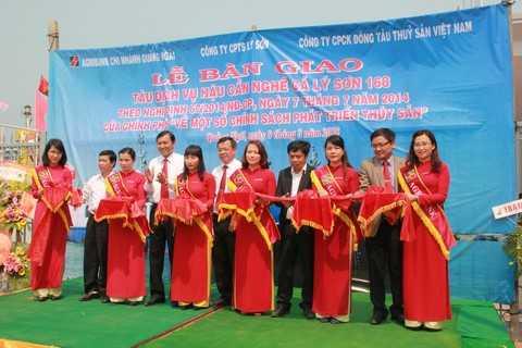 Lễ bàn giao tàu dịch vụ hậu cần nghề cá Lý Sơn 168 tại cảng Sa Kỳ, Quảng Ngãi