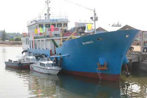 Tàu hậu cần nghề cá Lý Sơn 168 được trang bị nhiều công nghệ tiên tiến