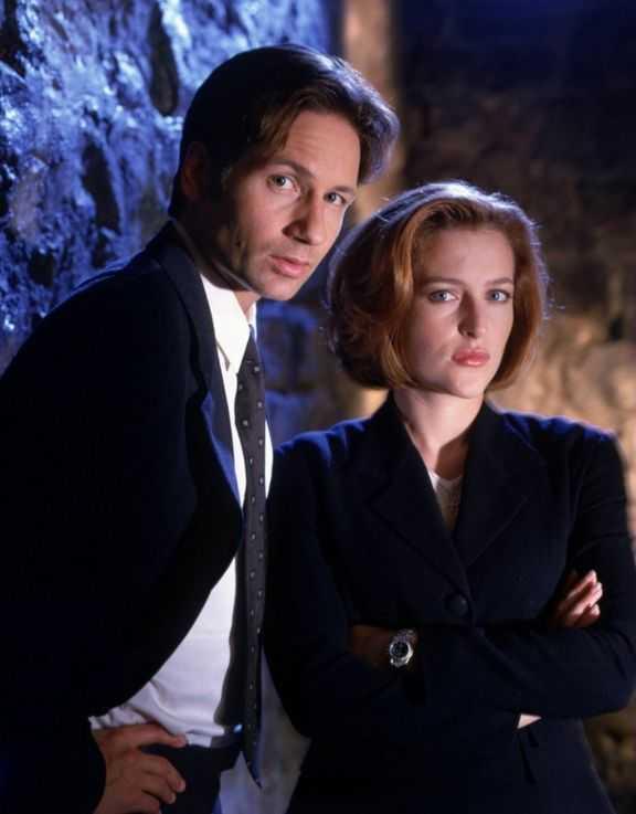 David Duchovny và Gillian Anderson - 'cặp đôi vàng' của The X-files.