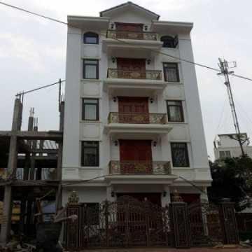 Một trong các căn biệt thự xây 5 tầng phá vỡ quy hoạch của dự án 108 Nguyễn Trãi.