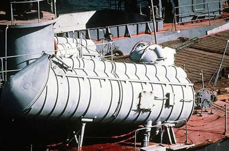 Hỏa lực của tàu tên lửa Osa II tuy được xem là lạc hậu nhưng trong chống đổ bộ nó lại rất hữu hiệu để đối phó với tàu đổ bộ lớn xoay trở chậm chạp, phòng thủ yếu ớt. Ảnh: Cận cảnh bệ phóng KT-67M chứa tên lửa hành trình chống hạm P-15U.