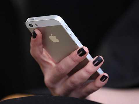 Người bố trẻ nhẫn tâm bán con gái chỉ để lấy tiền sắm iPhone