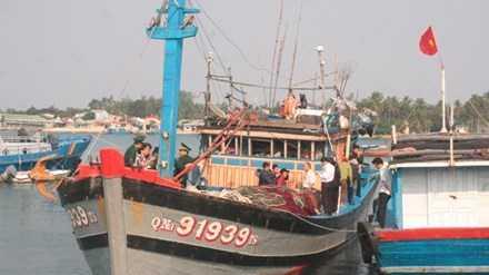 Tàu cá QNa 91939 trở về đất liền sau chuyến biển kinh hoàng