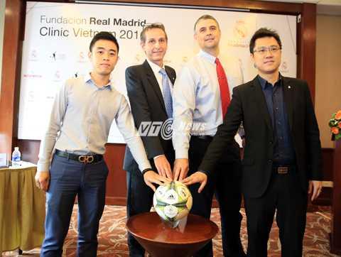 Đại diện Real Madrid và nhà tài trợ khởi động trại hè bóng đá Real  (Ảnh: Phạm Thành)