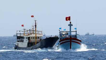Tàu sắt Trung Quốc đâm tàu cá Việt Nam trên vùng biển Hoàng Sa (ảnh minh họa).