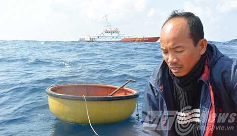 Trung tâm Phối hợp TKCNHH khu vực 2 tiếp tục tìm kiếm 5 ngư dân của tàu Khánh Hoa mất tích trên thúng chai