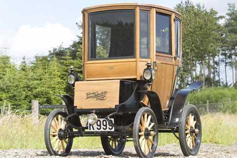 Là chiếc xe hơi cực hiếm thuộc dòng   Bonhams, vốn chỉ còn lại một chiếc duy nhất được biết với tên gọi 1905   Woods Queen Victoria Brougham- khi nhìn thấy nó ta có thể cảm nhân được   quá khứ với những thành quả trong nền công nghiệp ôtô chạy điện.
