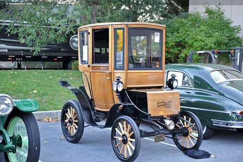 Chiếc Queen Victoria này tại một   sự kiện đấu giá có mức bán khởi điểm từ 94,000 USD (tương đương với hơn   2,1 tỷ ddồng). Nó cũng được xem là chiếc xe ôtô cổ chạy điện duy nhất   trên Thế giới còn sót lại với tuổi đời trên 110 năm.