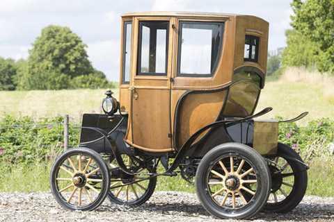 Chiếc Queen Victoria này là sản   phẩm của công ty Woods Motor Vehicle Company, một công ty ra đời từ năm   1899 và tạo ra 500 chiếc xe mỗi năm cho thị trường thời điểm đó.
