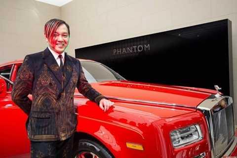 Lễ bàn giao chiếc đầu tiên trong lô 30 xe Rolls-Royce vừa diễn ra một cách cầu kỳ sang trọng tại Geneva, Thụy Sỹ