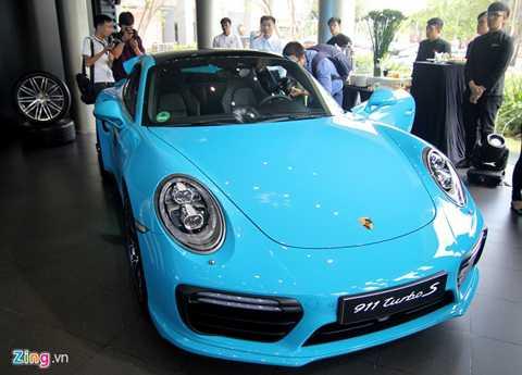 Đây là phiên bản facelift của Porsche   911 Turbo S vừa ra mắt tại thị trường Việt Nam. Thế hệ thứ 7 của dòng   911 có nhiều cải tiến vượt trội về công nghệ, trong khi kiểu dáng vẫn   mang dáng vẻ cổ điển thường thấy.