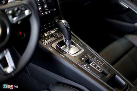 Hộp số ly hợp kép PDK 7 cấp tự động   cho phép xe tăng tốc 0-100 km/h trong 2,9 giây. Thậm chí trong điều kiện   lý tưởng, khả năng tăng tốc rút ngắn xuống còn 2,6 giây. Tốc độ tối đa   330 km/h. Mức tiêu hao nhiên liệu trung bình chỉ 9,1 lít/100 km (tương   đương với một chiếc sedan cỡ trung).
