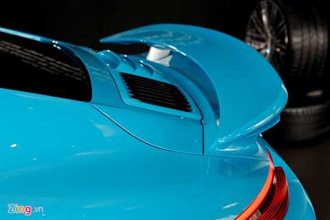 Cánh gió có thể điều chỉnh góc nhằm   mang lại tính khí động học cao nhất. Theo kỹ sư Porsche, với vận tốc   trên 250 km/h, máy bay có thể cất cánh. Mặc dù vậy, Porsche được thiết   kế để luôn bám chặt mặt đường khi chạy vận tốc cao nhằm đảm bảo an toàn.