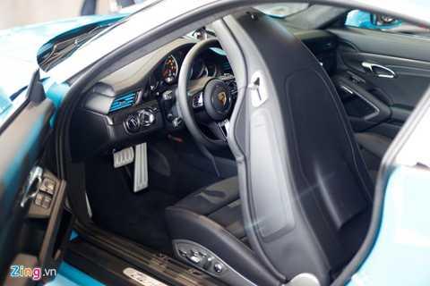 Những đối thủ xứng tầm của chiếc xe này phải kể đến McLaren 570S, Audi R8 V10 Plus hay Lamborghini Huracan, Ferrari 488 GTB.